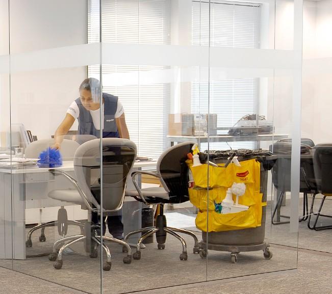 Empresa de limpeza de escritórios e salas comerciais